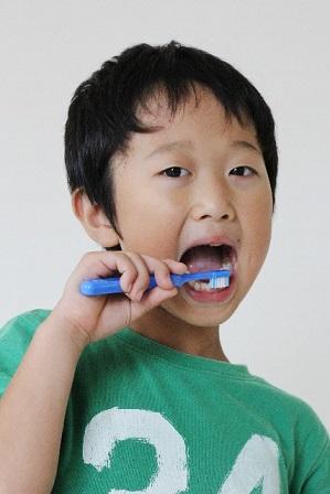 子供が嫌がらなくなる歯磨きの教え方 磨くコツや好きになる秘訣は?