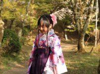 袴を着た小学生