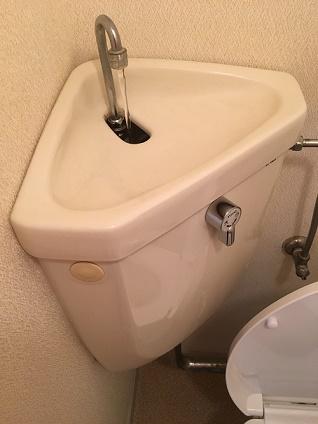 トイレタンクの黒ずみ掃除で簡単な方法は?カビキラーは使える?