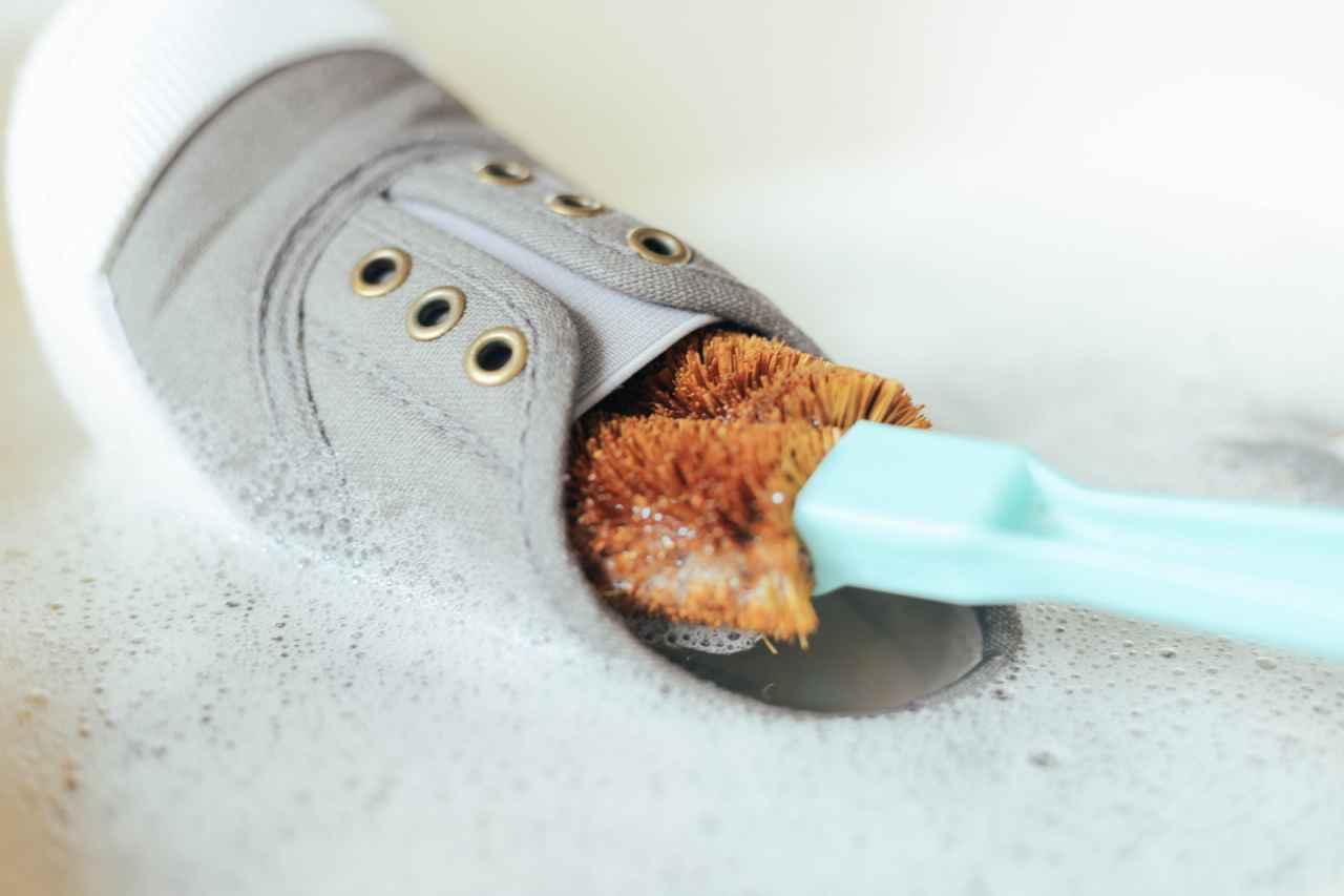 スニーカーの臭いが取れない!強烈な場合の対策と予防方法は?