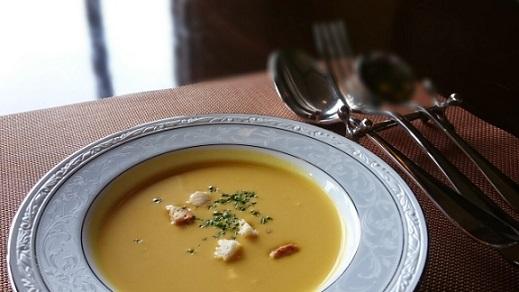 スープを飲むときのスプーンのマナーは?口に入れる?最後の置き方は?