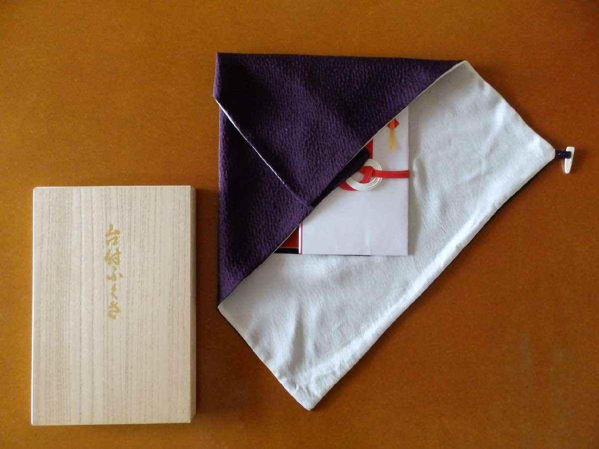 袱紗(ふくさ)の種類でおすすめは?色と材質とサイズで注意すべきことは?